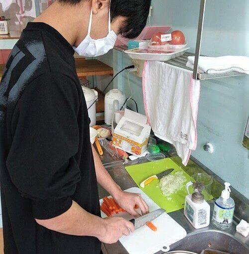 野菜を切っている画像1