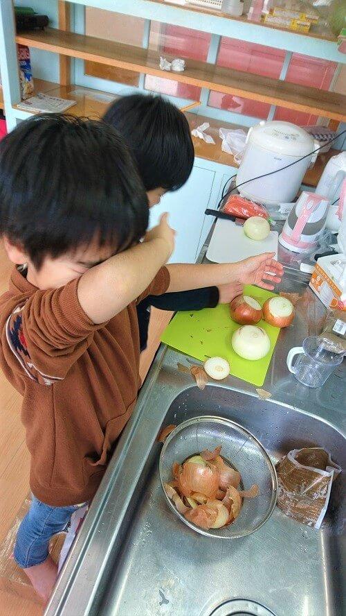 野菜を切っている画像2