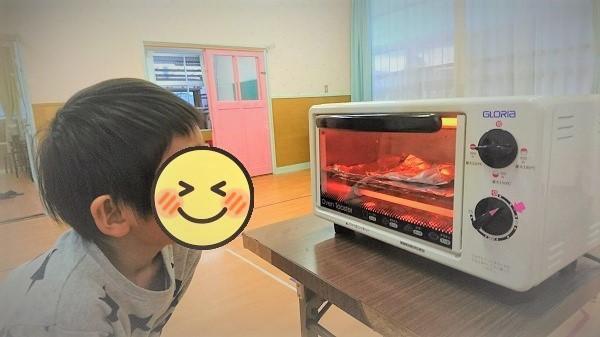 大根ピザを焼いている画像